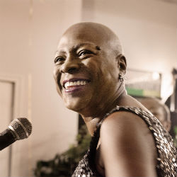 Dittmar_Sharon_Jones_06_300